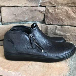 Ecco Soft 7 low cut side zip sneaker / 9